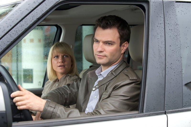 Kristina Sprenger (Karin Kofler), Jakob Seeböck (Lukas Roither). – Bild: ORF III