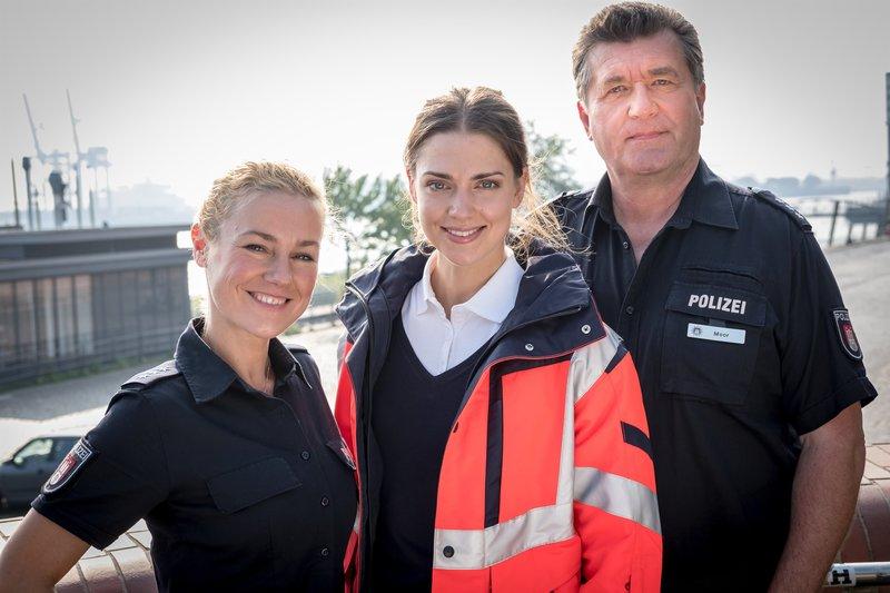 Franzi Jung (Rhea Harder-Vennewald), Dr. Eva Grünberg (Laura Berlin), Hans Moor (Bruno F. Apitz) – Bild: ZDF und Boris Laewen.