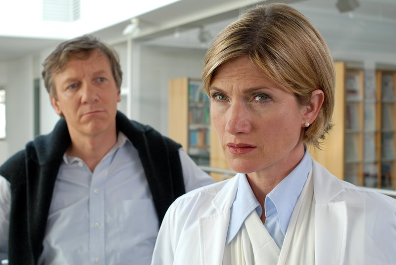 Lutz Blochberger (Thorsten Kronheim), Astrid M. Fünderich (Nathalie Spindler). – Bild: ORF 1