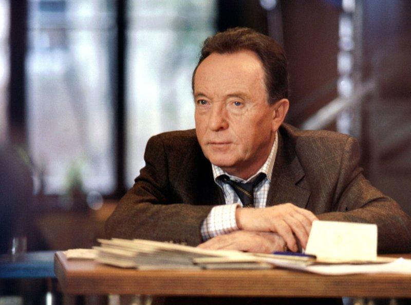 WDR Fernsehen TATORT - Rotkäppchen, Kriminalfilm, Deutschland 2003, am Mittwoch (05.02.14) um 22:15 Uhr. Hauptkommissar Ehrlicher (Peter Sodann) plant sein dreißigjähriges Dienstjubiläum. – Bild: WDR/MDR/Bischof