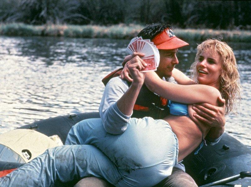 """rbb Fernsehen DAS TURBOGEILE GUMMIBOOT, """"Up The Creek"""", USA 1984, Regie Robert Butler, am Samstag (09.07.11) um 14:50 Uhr. Der Student Bob McGraw (Tim Matheson) soll den schlechten Ruf der Lepetomane-Universität aufmöbeln helfen. Lieber amüsiert er sich mit der hübschen Heather (Jennifer Runyon). – Bild: rbb/Degeto"""