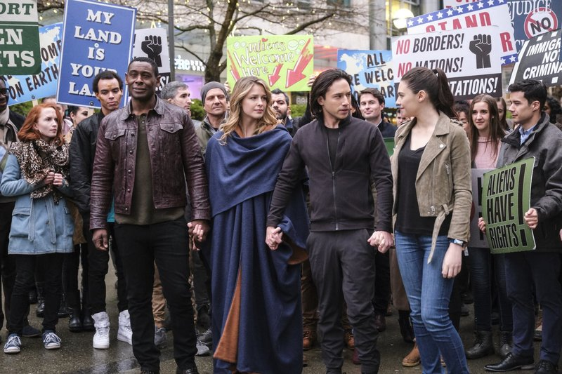 (vorne v.l.n.r.) J'onn (David Harewood); Kara alias Supergirl (Melissa Benoist); Querl (Jesse Rath); Nia Nal (Nicole Maines) – Bild: 2018 The CW Network, LLC. All Rights Reserved.