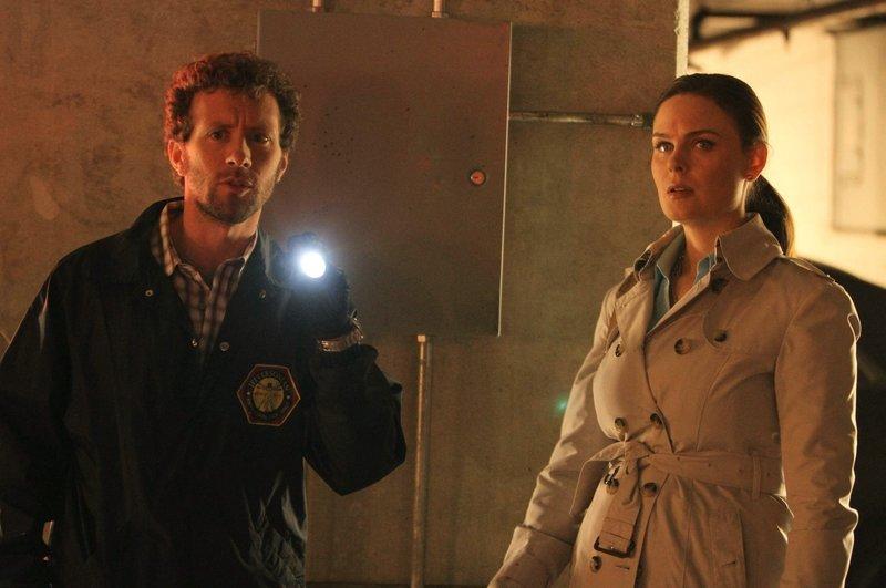 Ein glitschiges Geheimnis in der Garage (Staffel 8, Folge 3) – Bild: M6