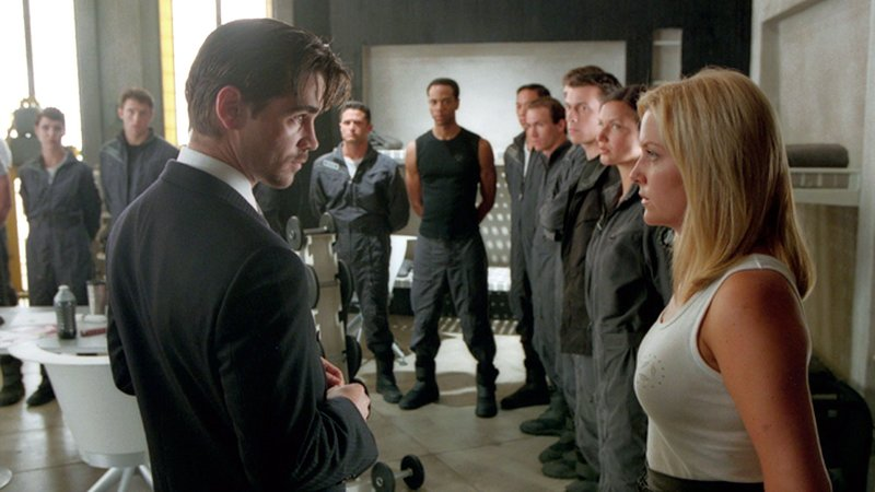 Danny Witwer (Colin Farrell, li.); Evanna (Jessica Capshaw, re.)Danny Witwer (Colin Farrell, li.); Evanna (Jessica Capshaw, re.) – Bild: RTL 2