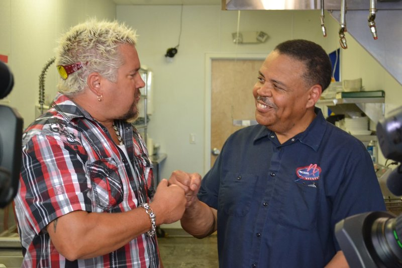 Guy Fieri (l.) – Bild: 2013,Television Food Network, G.P. All Rights Reserved Lizenzbild frei