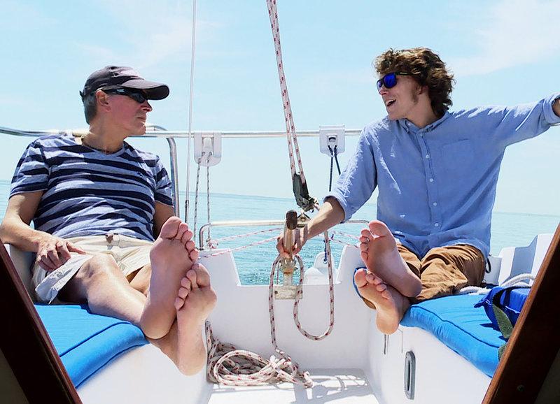 Uhrmacher Harri Beutler mit seinem Sohn Ryan auf dem Segelboot – Bild: 3sat