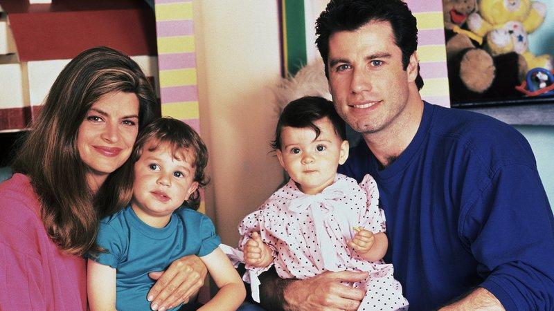 Mollie (Kirstie Alley) und James (John Travolta) sind nun zu viertMollie (Kirstie Alley) und James (John Travolta) sind nun zu viert – Bild: RTL II