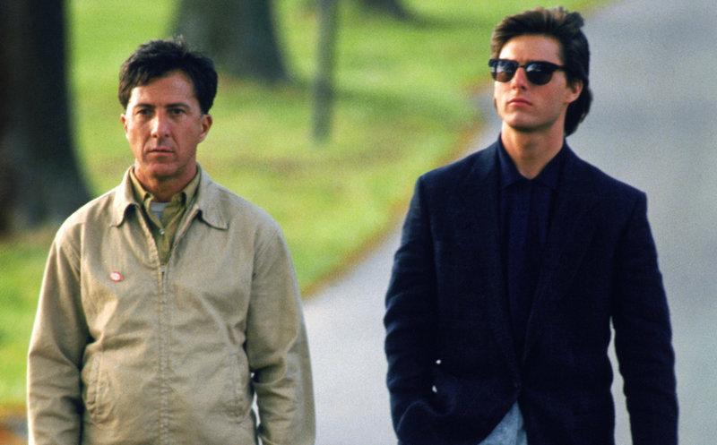 Der autistische Raymond (Dustin Hoffman, li.) und sein Bruder Charlie Babbitt (Tom Cruise) – Bild: RTL Zwei
