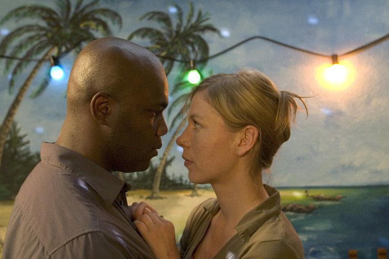 Irene (Jule Böwe) und Moussa (Nicolas Monu). – Bild: ZDF und Paul Kalkbrenner