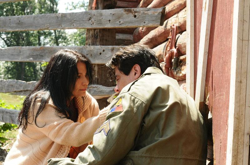 Der Blackfoot-Indianer Jimmy Picard (Benicio Del Toro, rechts) hat im Zweiten Weltkrieg gekämpft. Im Jahr 1948 lebt er auf der Farm seiner Schwester Gayle (Michelle Thrush, links) in Kansas. Immer wieder leidet der Veteran unter Anfällen, Lähmungen und starken Kopfschmerzen. – Bild: ZDF und Wild Bunch Germany 2015