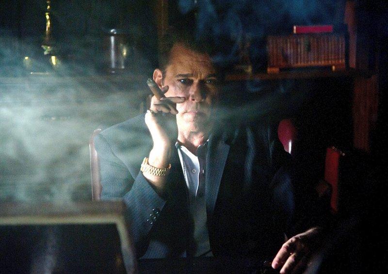 Der Mafiaboss Roy Demeo (Ray Liotta) lässt Gegner ohne zögern aus dem Weg räumen. – Bild: ARD Degeto/Nu Image