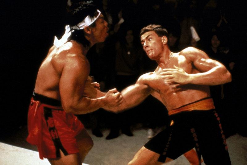 Ein dramatisches Finale gegen den Konkurrenten aus Korea steht Frank Dux (Jean-Claude van Damme, r.) bevor. Chong Li (Bolo Yeung, l.) ist für seine Brutalität bekannt ... – Bild: Cannon Group Lizenzbild frei