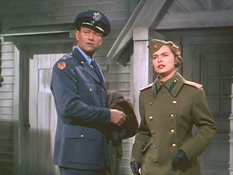 Colonel Shannon (John Wayne) und seine Frau, die Russin Anna (Janet Leigh), sollen gemeinsam als Spione in die Sowjetunion gehen. – Bild: arte