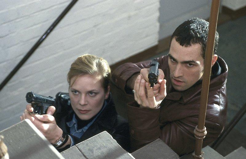 Ina (Melanie Marschke, l.) und Miguel (Gabriel Merz, r.) im Einsatz. – Bild: Uwe Frauendorf