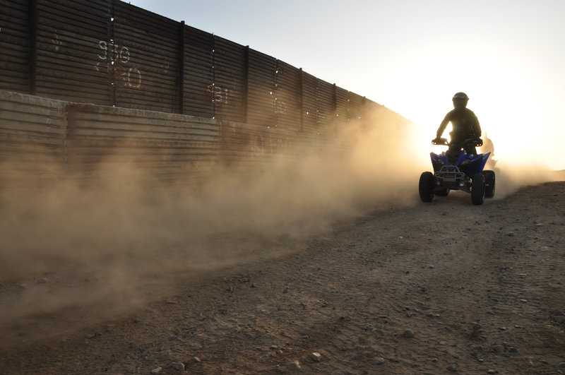 SAN DIEGO, CA, USA: A border patrol agent on an ATV surveys the international boundary that separates San Diego from Tijuana. This San Ysidro border crossing is the busiest in the world, with over 40 million people entering the U.S. through this port in 2005 alone. (Photo Credit: © NGT) – Bild: NGT
