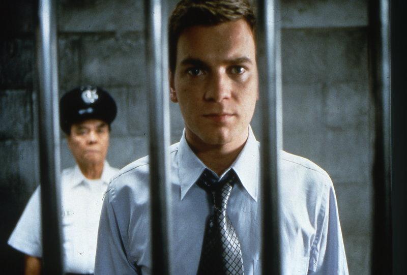 Im Gefängnis bleibt Nick Leeson (Ewan McGregor) viel Zeit, über seine adrenalingepushten Finanzwetten nachzudenken, die eine ganze Bank in den Abgrund gerissen haben. – Bild: ZDF und Paul Chedlow