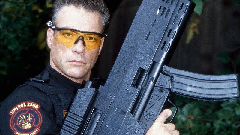 Bei einer Neuauflage des Universal Soldier-Programms kommt es zu einer Rebellion der reanimierten Elitesoldaten gegen ihren Schöpfer. Der ehemalige Universal Soldier Luc Deveraux (Jean-Claude Van Damme) ist der Einzige, der die Killermaschinen noch aufhalten kann. – Bild: RTL Zwei