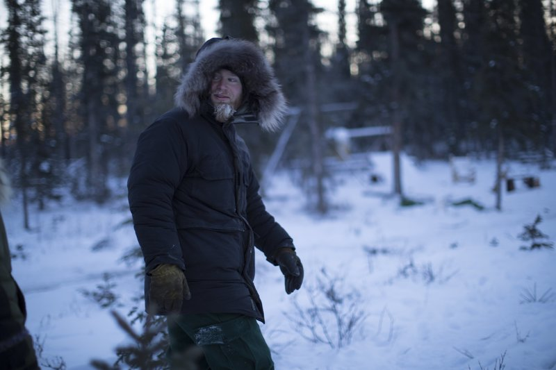 Tyler walks in the snow. – Bild: Discovery Channel / Discovery Communications