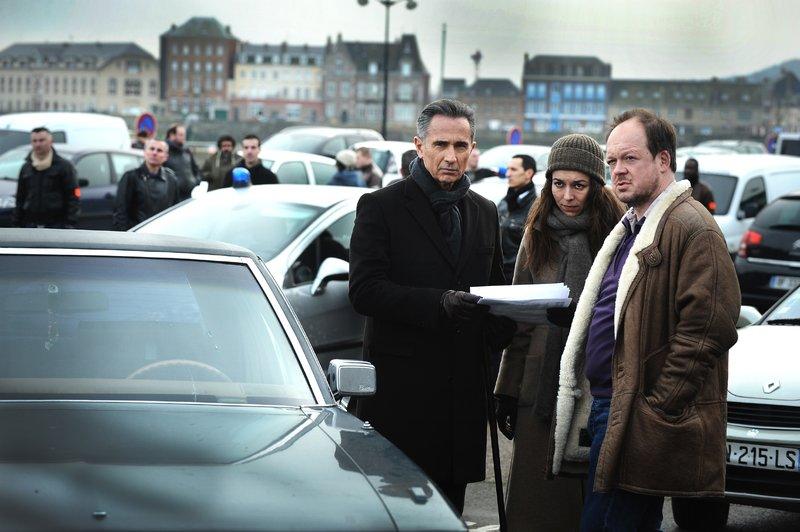 (v.l.): Paul Maisonneuve (Thierry Lhermitte), Sandra Winckler (Marie Dompnier) und Justin (Jan Hammenecker) – Bild: RTL Crime