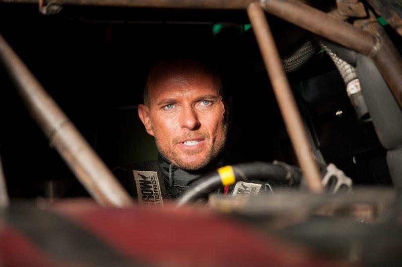 Der verurteilte Polizistenmörder Carl Lucas (Luke Goss) alias Frankenstein ist der beste Fahrer in dem brutalen Gefängnis-Demolition-Derby, auch bekannt als Death Race – Bild: VOX / Universal Studios Ho