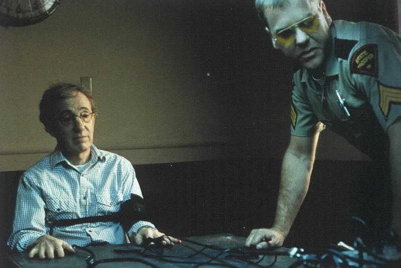 Kiefer Sutherland als Bobo (r.) und Woody Allen als Tex Cowley – Bild: StarTV