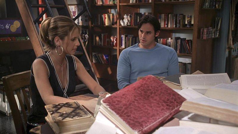 L-R: Buffy Summers (Sarah Michelle Gellar), Xander Harris (Nicholas Brendon) – Bild: Syfy