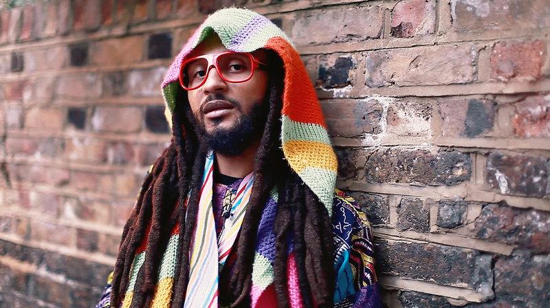"""Wanlov the Kubolor ist ein Musiker aus Ghana. Seinen revolutionären Musikstil bezeichnet er als """"The African Gypsy"""". – Bild: WDR/?"""