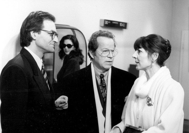 Von links: Rolf Penk (Andreas Reinl), Tina (Claudia Frenkel), Rudi Kern (Michael Hinz) und Elfriede Kern (Christine Merthan). – Bild: Bayerisches Fernsehen