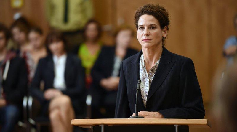 Hanna Rautenberg (Bibiana Beglau) bei der Gerichtsverhandlung. – Bild: BR/h&v entertainment GmbH/Barbara Bauriedl