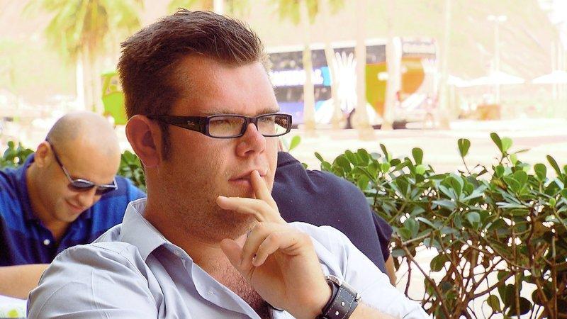 Dennis sitzt zwischen den Stühlen. In Rio de Janeiro lernt er gleich zwei Frauen kennen die ihm sehr gefallen. Jetzt muss er sich entschieden... – Bild: RTL 2