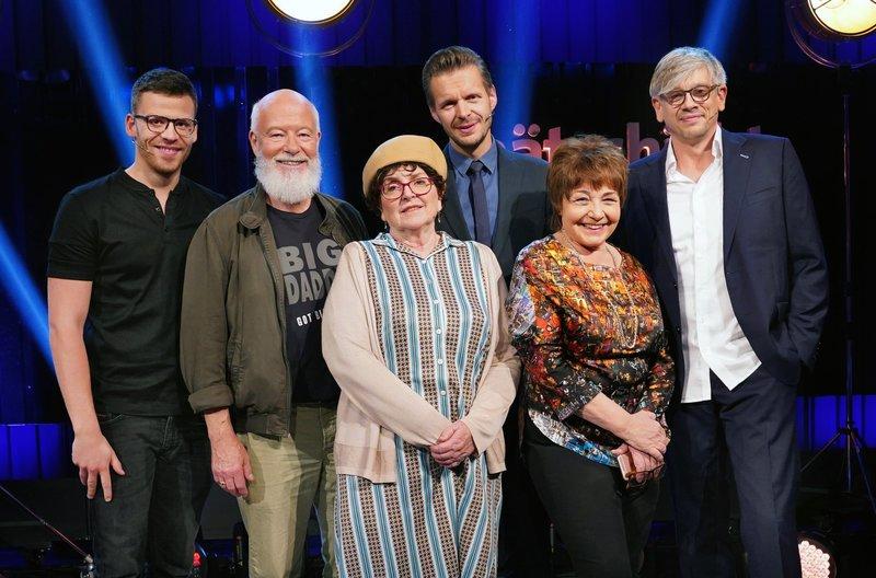 Heute mit vl.: Martin Frank, Bill Mockridge, Alice Hoffmann, Florian Schroeder, Anka Zink und Matthias Tretter. – Bild: SWR/Bettina Müller