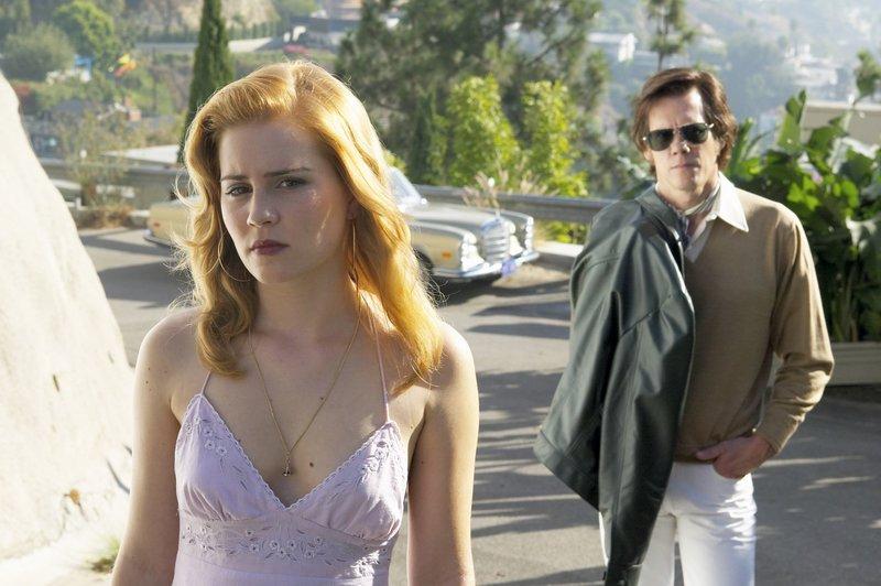 Zu Lannys (Kevin Bacon) Ärger lässt Karen (Alison Lohman) nicht locker. – Bild: ATV2