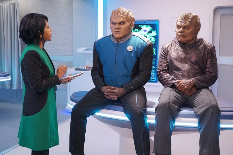 (v.l.n.r.) Dr. Claire Finn (Penny Johnson Jerald); Lt. Cmdr. Bortus (Peter Macon); Klyden (Chad L. Coleman) – Bild: 2019 Twentieth Century Fox Film Corporation. All rights reserved. Lizenzbild frei