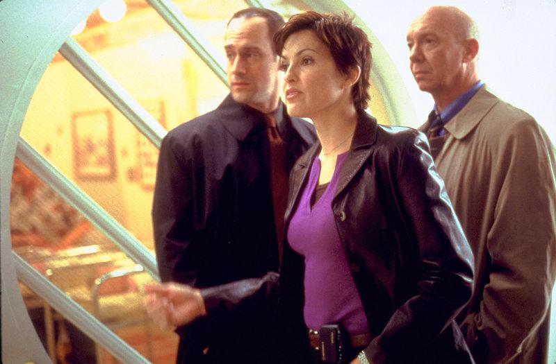 Stabler (Christopher Meloni, l.), Benson (Mariska Hargitay), Donald Cragen (Dann Florek) – Bild: Universal Channel