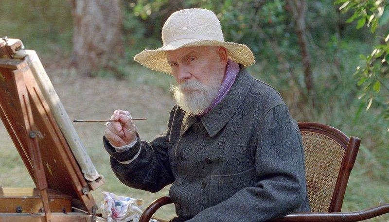 Bayerisches Fernsehen RENOIR, am Donnerstag (04.06.15) um 22:00 Uhr. Zurückgezogen lebt der berühmte impressionistische Maler Pierre-Auguste Renoir (Michel Bouquet) während des 1. Weltkriegs auf einem Anwesen in einer lichtdurchfluteten Landschaft in der Nähe von Cagnes-sur-Mer an der Côte d'Azur. Er ist belastet von seiner Arthritis und dem Tod seiner Frau. – Bild: BR/Telepool