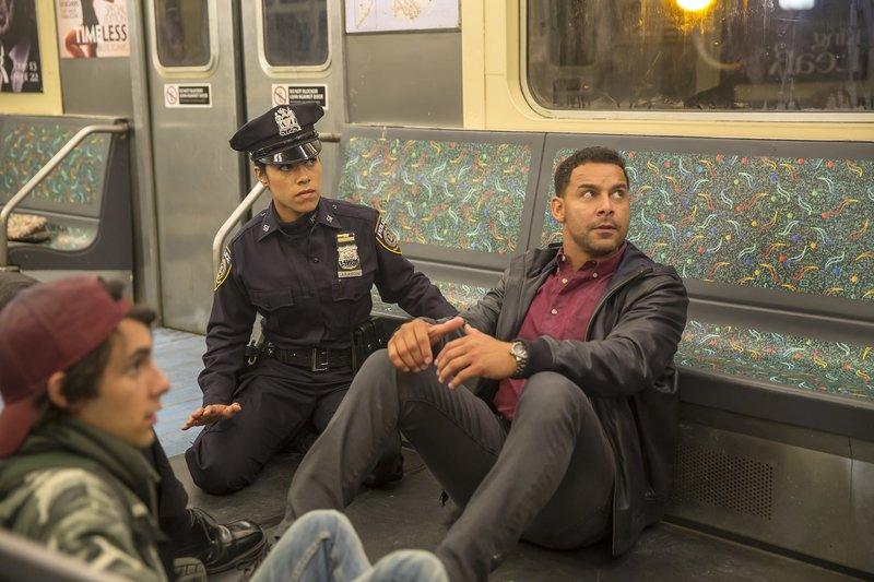 L-R: Marisa Aragon (Jessica Camacho), Javier Esposito (Jon Huertas) – Bild: ABC Studios Lizenzbild frei