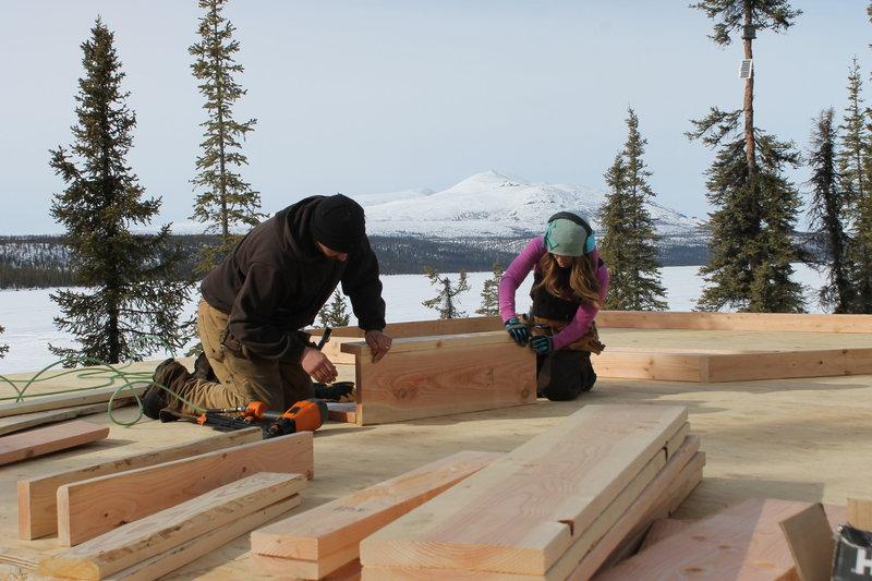 traumhaus in der wildnis 05 bauen ist familiensache alaska range. Black Bedroom Furniture Sets. Home Design Ideas