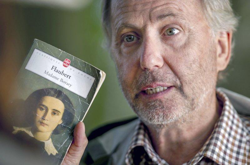 """Der von der Weltliteratur begeisterte Martin Joubert (Fabrice Luchini) spricht mit Gemma Bovery (Gemma Arterton) über Gustave Flauberts Roman """"Madame Bovary"""". – Bild: arte"""