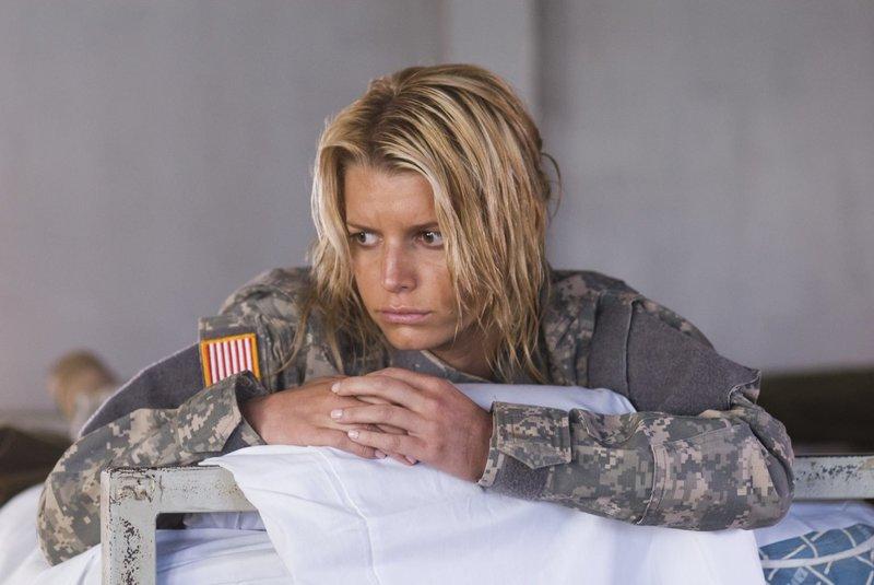 Völlig erschöpft und überfordert muss Hollywoodstar Megan Valentine (Jessica Simpson) feststellen, dass alle unter ihren mangelnden militärischen Eigenschaften leiden müssen ... – Bild: 2007 MAJOR PRODUCTIONS, INC. Lizenzbild frei