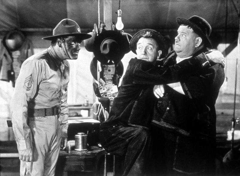 (v.l.n.r.) Hippo (Edmund MacDonald); Stan (Stan Laurel); Oliver (Oliver Hardy) – Bild: 1941 Twentieth Century Fox Film Corporation. Lizenzbild frei