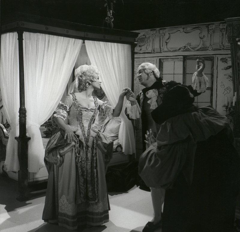 Silvia Luzzi und Umberto Troni in einer Commedia dell'arte-Szene. – Bild: BR/Foto Sessner