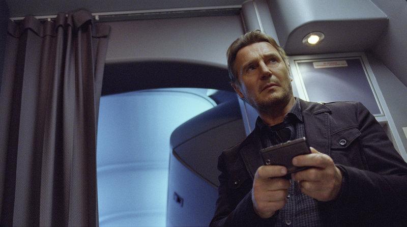 Setzt alles daran, den mörderischen Erpresser ausfindig zu machen und gerät dabei selbst unter Verdacht: Air Marshall Bill Marks (Liam Neeson) ... – Bild: Puls 4