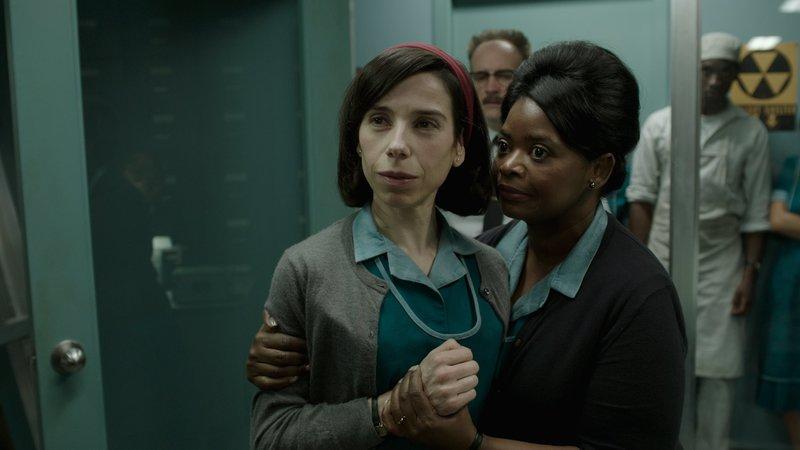 Elisa Esposito (Sally Hawkins, l.); Zelda Delilah Fuller (Octavia Spencer, r.) – Bild: 2017 Twentieth Century Fox Film Corporation. All rights reserved. Lizenzbild frei