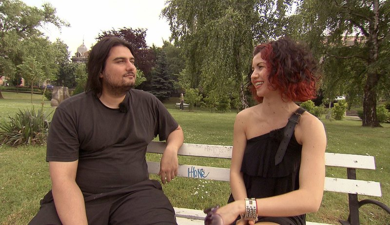 Der 28-jährige Elvis versteht sich offensichtlich prächtig mit Eventmanagerin Lina (26)Der 28-jährige Elvis versteht sich offensichtlich prächtig mit Eventmanagerin Lina (26) – Bild: RTL 2