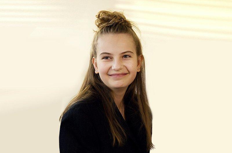 Lotte (Anne-Sophie Triesch). – Bild: ARD/BR/Volker Roloff
