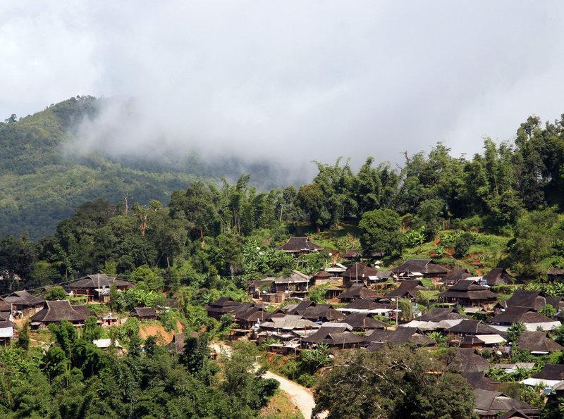 Das Dorf Mang Jing der Bulang-Minderheit in der Provinz Yunn. – Bild: ZDF und SWR/Along Mekong Productions