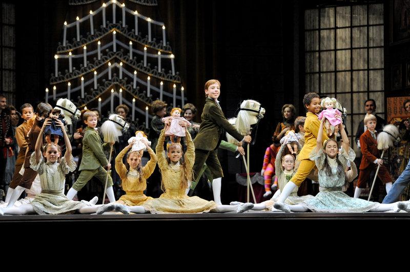 Schülerinnen und Schüler der Ballettschule der Wiener Staatsoper. – Bild: 3sat