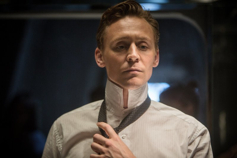 Dr. Robert Laing (Tom Hiddleston). – Bild: DCM
