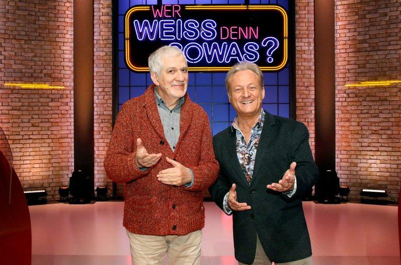 """Treten bei """"Wer weiß denn sowas?"""" als Kandidaten gegeneinander an: Die beiden TV-Moderatoren Ilja Richter (l.) und Uwe Hübner (r.). – Bild: ARD/Morris Mac Matzen"""