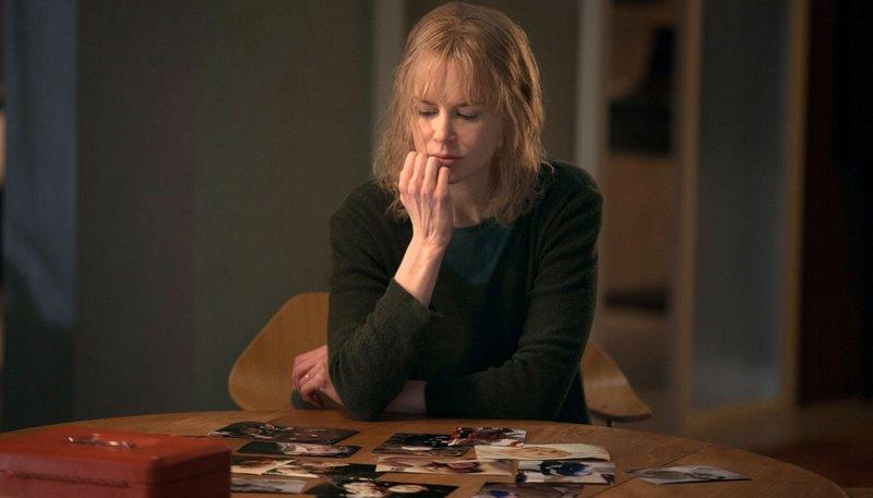Etwas stimmt hier nicht: Christine (Nicole Kidman) beginnt an ihrem Mann zu zweifeln. – Bild: ARD Degeto/Splendid Film